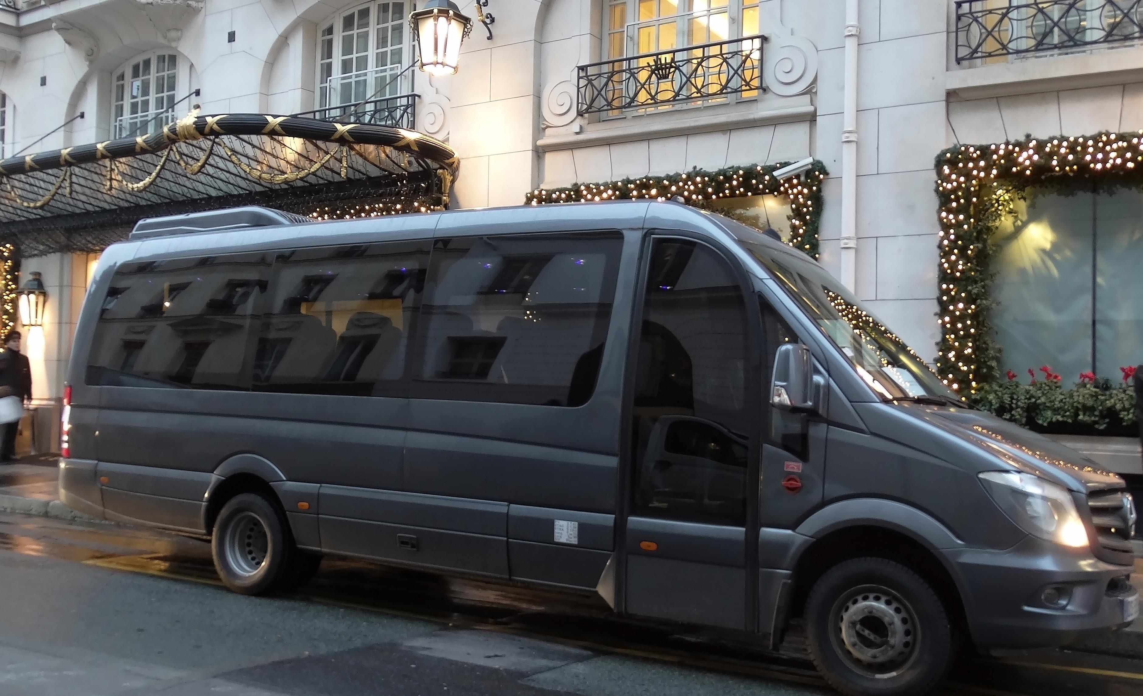 transferts a roport et location de voiture avec chauffeur priv france luxury cab. Black Bedroom Furniture Sets. Home Design Ideas